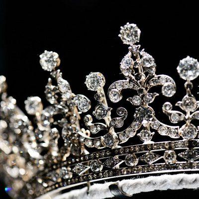 Драгоценные камни короны.