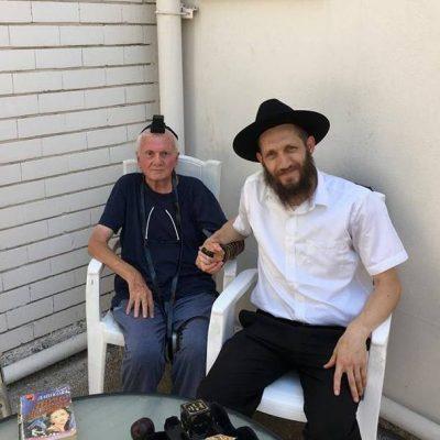 Ноахид побуждает евреев исполнять заповеди, или первый тфилин в 80 лет